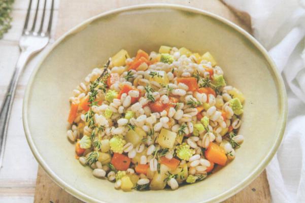 Ricette di primavera: l'insalata di orzo, zucca e cavolo