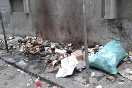 Il caos rifiuti a Palermo e il solito scaricabarile