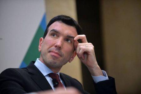 """L'ira di Martina: """"Salvini e Di Maio ci portano in Ungheria"""""""