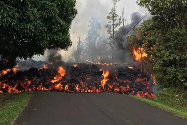 Le immagini dell'eruzione catastrofica del vulcano Kilauea