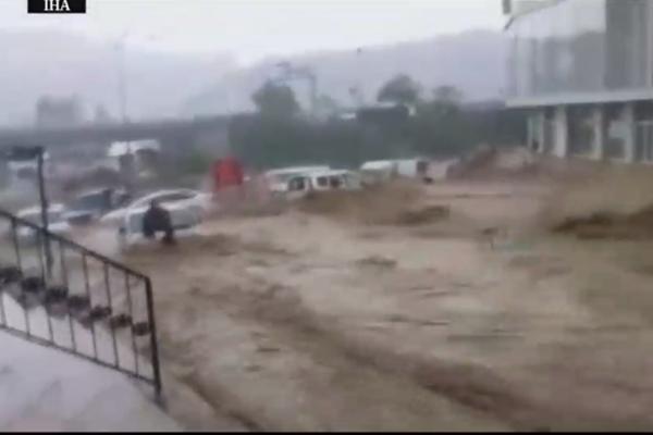 Le immagini choc dell'alluvione nel distretto di Ankara