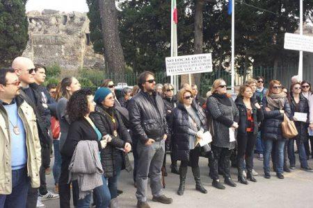 Pompei, colpo al turismo: scioperano le guide