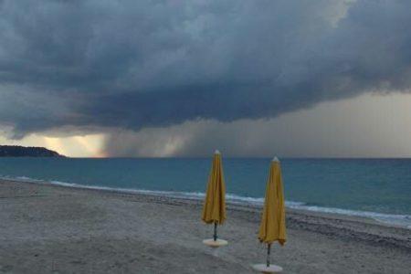 Campania, arrivano i temporali di ferragosto e scatta l'allerta meteo