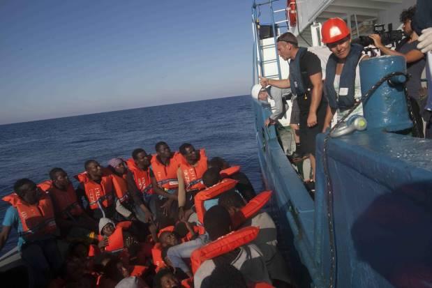 Mediterraneo, un dramma dopo l'altro: barcone con 100 persone alla deriva