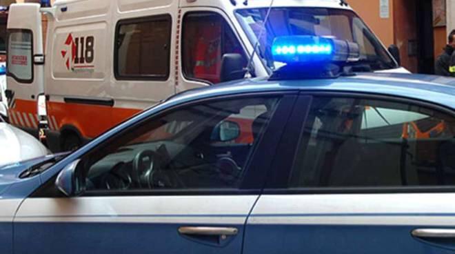 Napoli, inseguito da poliziotti cade dal terrazzo e muore