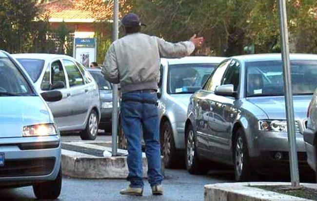 A Napoli guerra ai parcheggiatori abusivi, alla raccolta di firme aderisce anche il Comandante della Polizia Municipale