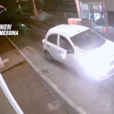 Una bomba davanti al negozio concorrente: le immagini choc dell'attentatore