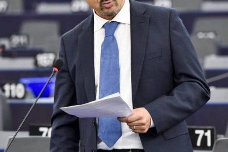 "Medicinali veterinari, Parlamento europeo vara nuove regole. Pedicini (M5S): ""Salvaguardati salute e allevatori onesti"""
