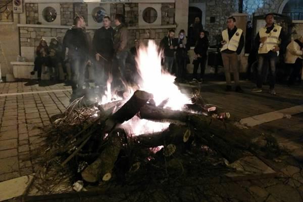 LE TRADIZIONI DEL SUD. Il falò e la festa, così a Orsara di Puglia il contro-Halloween più grande d'Italia