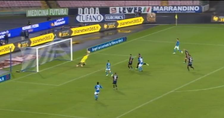 Il Napoli dilaga contro l'Empoli, tripletta di Mertens che sbriciola il record di Careca