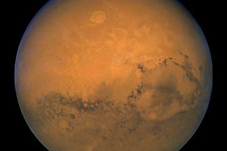 Atterra su Marte la sonda in Sight: studierà i terremoti e la struttura geologica del pianeta