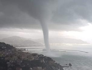 Il video-choc della tromba d'aria a Salerno