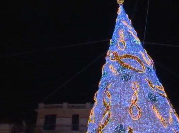 In Campania boom di turisti per il Natale, luci d'artista e perfino una nevicata (artificiale) a Capri