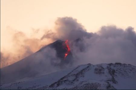 Catania, aeroporto chiuso per l'eruzione dell'Etna