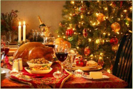 Natale a tavola, spenderemo 4,5 miliardi per cenone e pranzi: il 5% in meno rispetto all'anno scorso