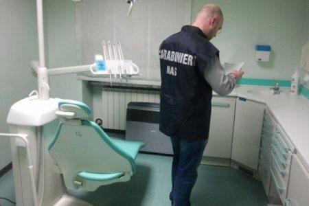 IL CASO. Falso dentista a Napoli, curava i migranti