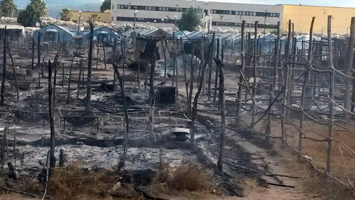 Fiamme nella tendopoli di Gioia Tauro, muore un migrante