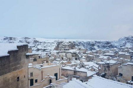 Il Sud nella morsa del gelo, temporali di neve su Calabria e Sicilia
