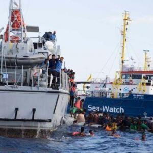 Migranti, nuova sfida al largo di Lampedusa