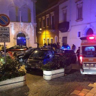Brindisi, sparatoria davanti al locale della movida: individuato il ventenne che ha ferito un altro giovane