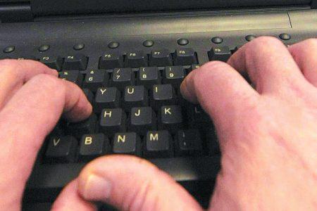 Malati di Internet, una famiglia chiusa in casa per due anni e attaccata al pc. La spesa? Toccava alla figlia di 9 anni
