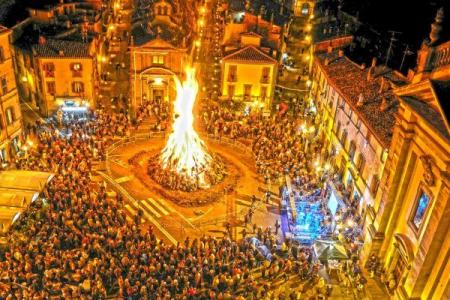 """Il 17 gennaio i fuochi di """"Sant'Antuono"""" a Napoli: come nasce questa tradizione"""