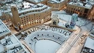 Il Sud che ti sorprende. Lo spettacolo di Lecce imbiancata vista dal drone