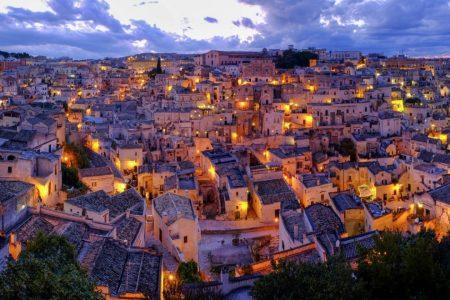 Si accendono le luci su Matera, capitale della cultura: domani il via