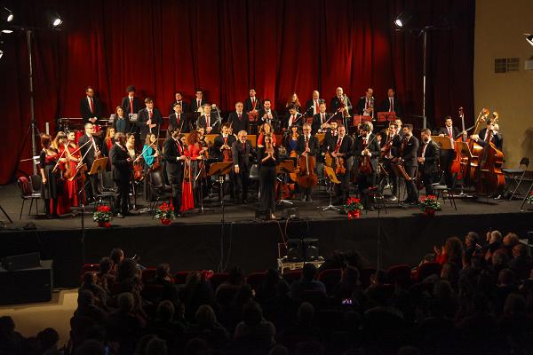 Quattro bis e applausi scroscianti: gioco ed emozione per il Concerto di Capodanno 2019 della Nuova Orchestra Scarlatti