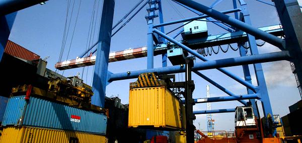 Porti: in Campania aumenta traffico merci e passeggeri