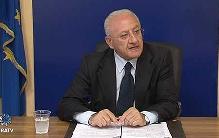 """De Luca: """"Volgari le offese a Conte, ma l'azione del governo è disastrosa"""""""