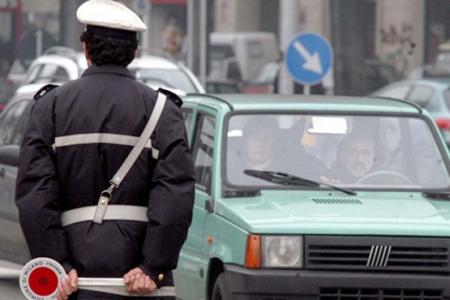 Abusivi del noleggio auto con conducente, operazione a Napoli