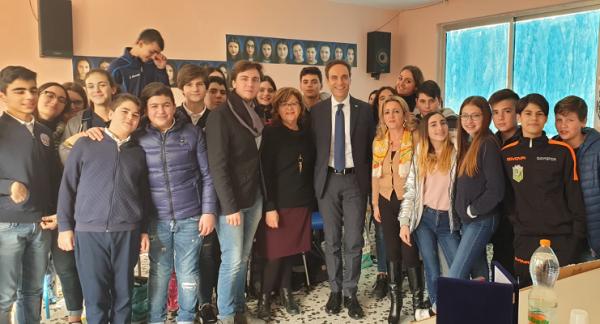 San Giuseppe Vesuviano: gli alunni della Ceschelli incontrano il senatore Urraro