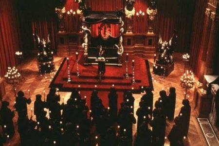 Giallo a Viba Valentia, sparite sette bare: torna l'incubo delle messe nere?