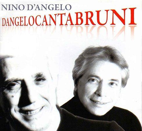 Nino D'Angelo in  Dangelocantabruni  al Teatro Trianon Viviani