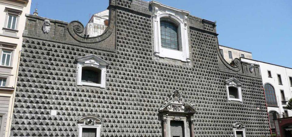 Misteri napoletani. Lo spartito segreto sulla facciata della Chiesa del Gesù