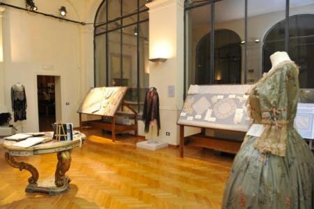 Sciantose e gagà in vetrina al Museo della Moda