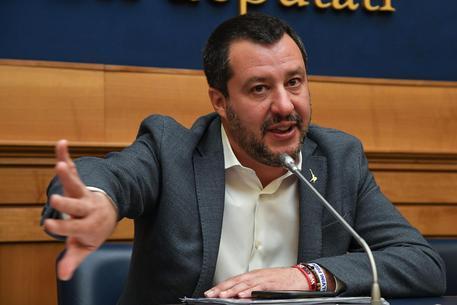 """Salvini a Napoli: """"Siamo in battaglia contro la camorra"""""""