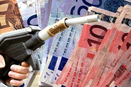 Stangata sugli automobilisti per il ponte di fine aprile: la benzina supera i 2 euro al litro