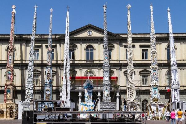 Un anno di feste nel Regno di Napoli: I gigli di Nola