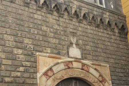 Napoli, il palazzo costruito dal diavolo in una sola notte e che da 100 anni è abbandonato