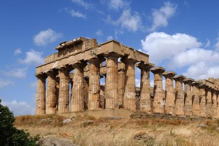 Gucci sceglie i templi di Selinunte per la sua nuova collezione