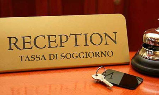 Ai sindaci piace la tassa di soggiorno, gli aumenti a Napoli ...