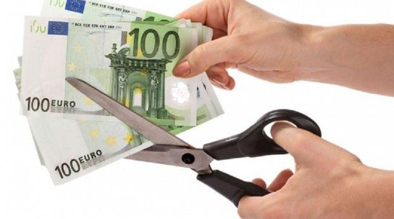Effetto crisi, le famiglie stringono la cinghia e tagliano i consumi. A Sud la spesa tagliata di 131 euro al mese