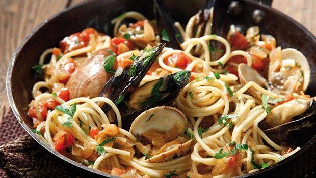 Le ricette della grande cucina napoletana. Come preparare i bucatini ai frutti di mare