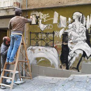 Street Art. Giovanni Robustelli omaggio a Domenico Rea sulle scale di Sophia Loren