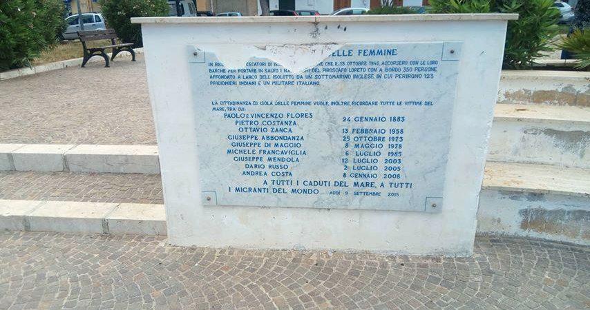 Isola delle Femmine, vandalizzatalapide che ricorda le vittime del mare