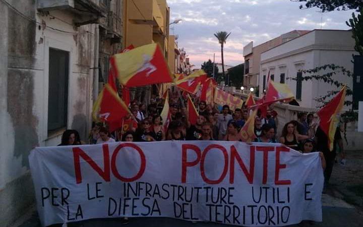 Messina: centinaia di messinesi a Torre Faro per dire NO al Ponte sullo Stretto