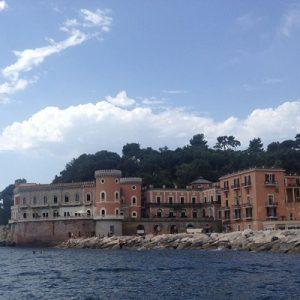 """I luoghi magici del Sud. Benvenuti a Villa Volpicelli, il set da sogno di un """"posto al Sole"""""""