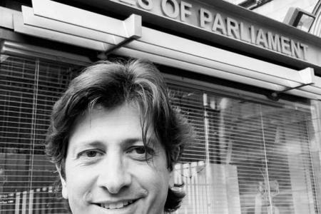 Eccellenze made in Sud. Londra premia il dentista napoletano Paolo Manzo